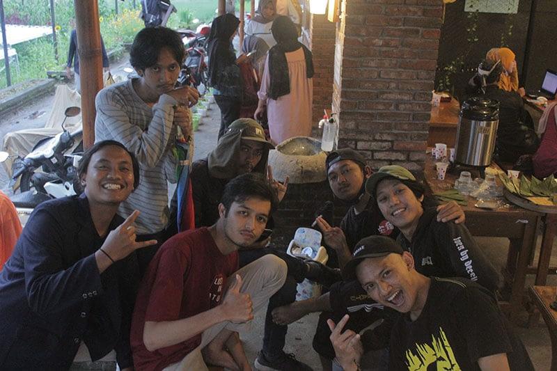Foto-bersama-para-pemuda-Desa-Torongrejo